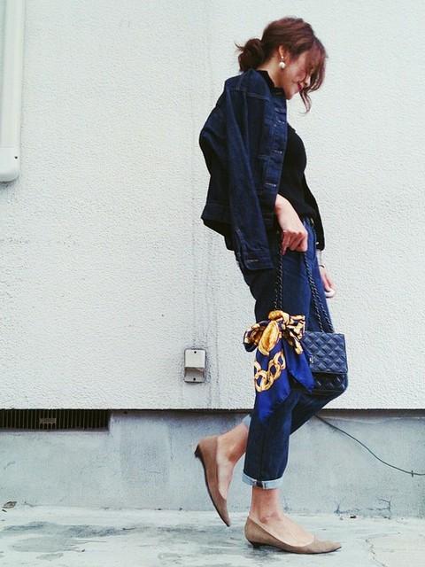 ハンドバッグでクラシカルな雰囲気に チェーンバッグで大人コーデ