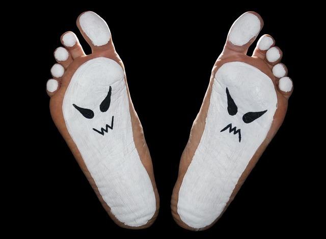 足のニオイ対策はフットネイルの形から「正しいフットネイルの整え方」
