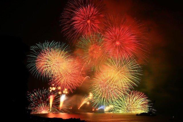 日本一迫力があり、伝統のある熊野大花火大会を紹介します!