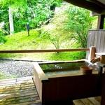 温泉デートなら一日一組貸し切りのお宿で贅沢にいきたい!