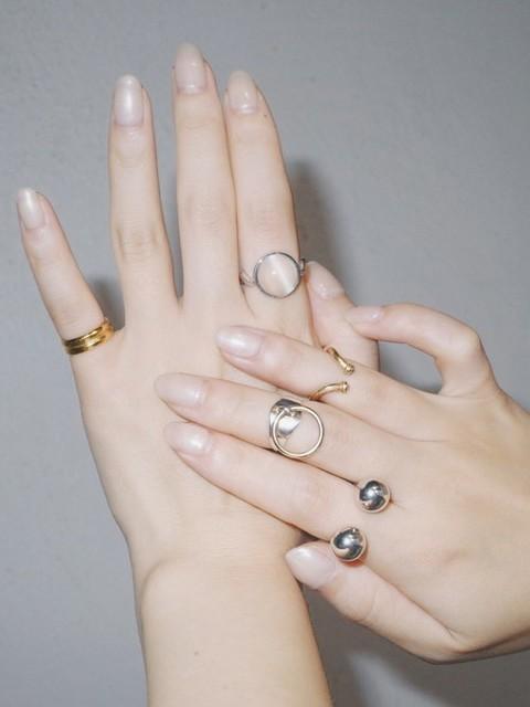 指輪をつける位置の意味を考えながら適したブランドを選ぶ