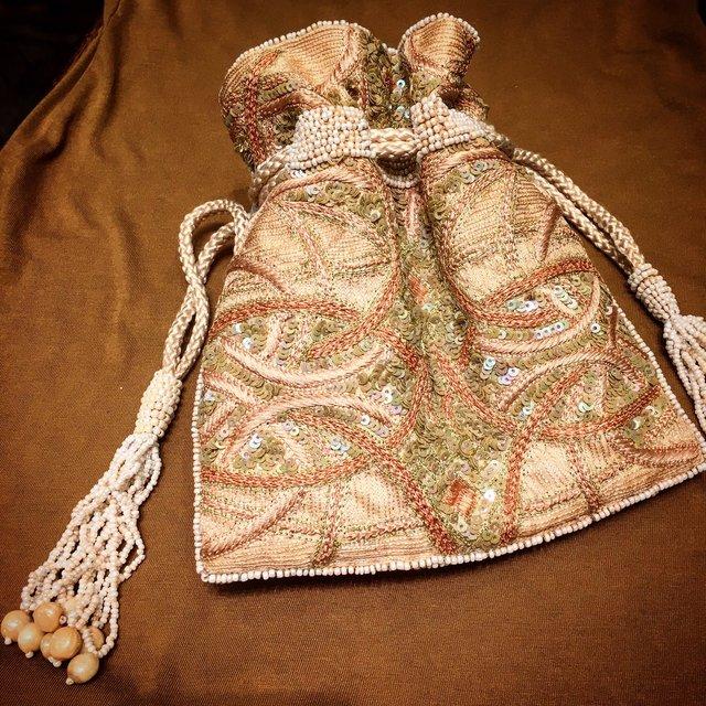 タッセルバッグはプチプラで楽しめて、トレンドアイテムとしても人気