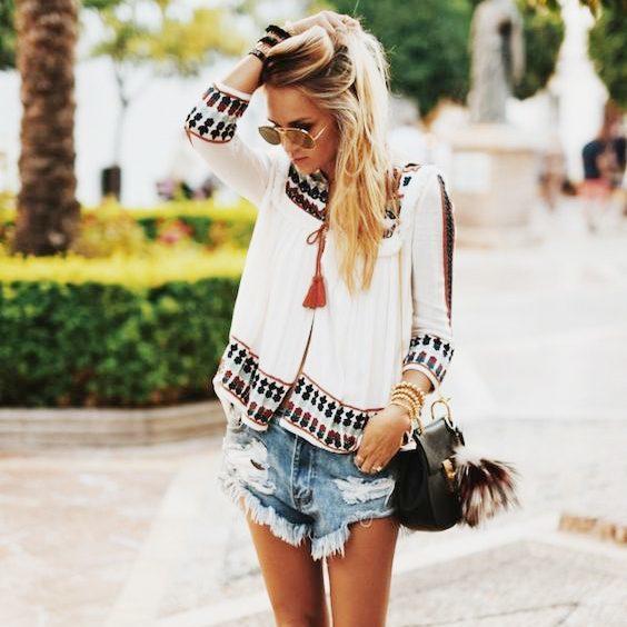 秋のファッションにぴったりなフォークロアや小物について