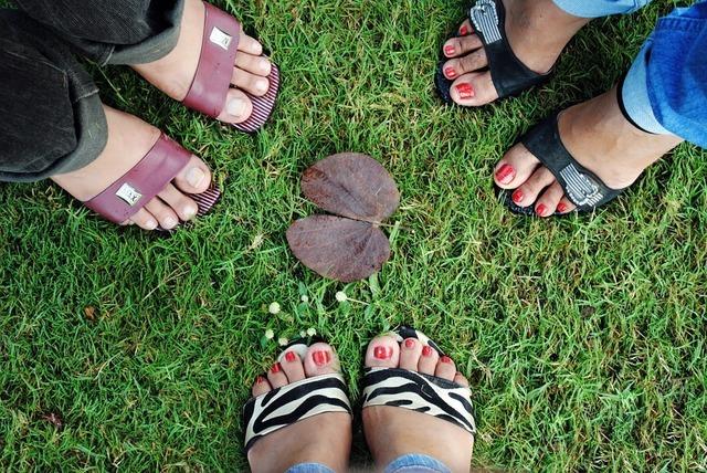 秋だからこそ!フットネイルケアで夏のダメージのお手入れを