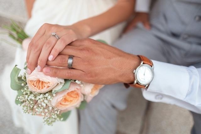 結婚式では要注意!ウェディングネイルチップが外れないようにするコツ