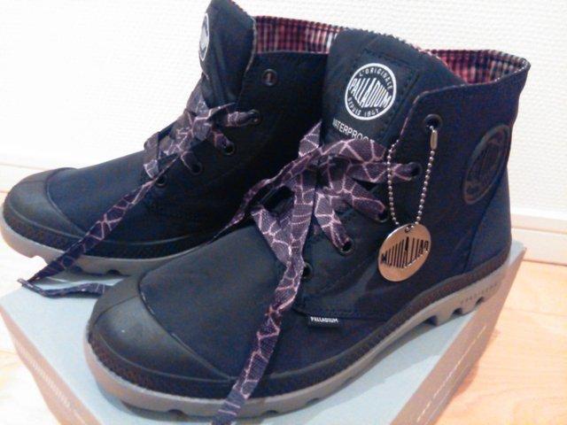 この秋は、歩いても疲れにくいスニーカーがお勧めのファッション