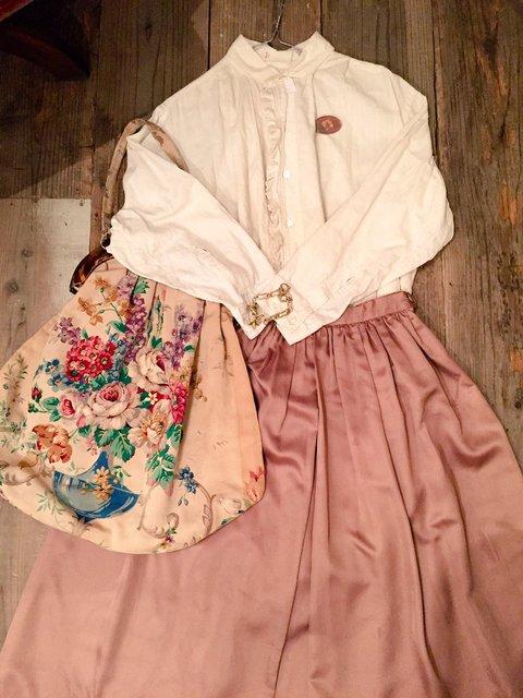 秋色スカートでオシャレにきめて秋の恒例行事紅葉見物♪