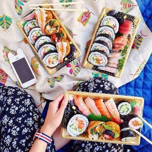 寿司ネイルがリアルすぎてお腹へりそう♡