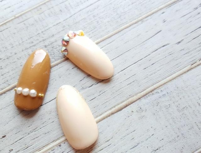 優しく甘く、上質な指先。秋冬のネイルカラーはミルクティーベージュで決まり!