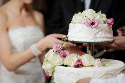 ウェディングネイルに特別感を♪花嫁の指先を輝かせるパーツたち