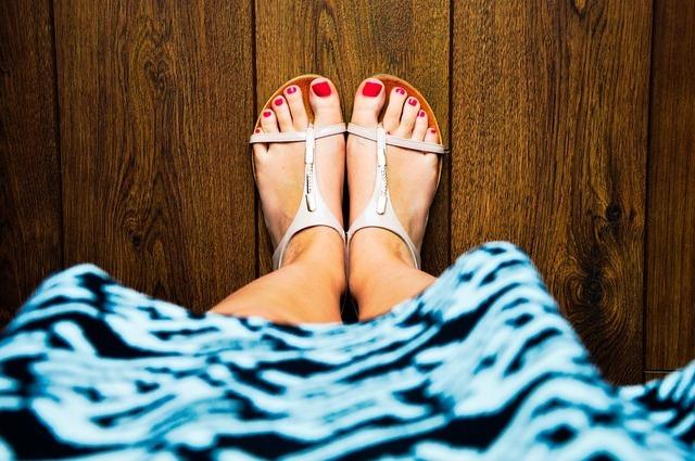 きれいに見せるフットネイルの削り方 | 足の匂い対策にも効果あり♪