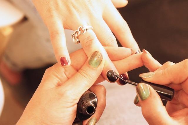 自爪の悩み相談 | ネイルアートだけじゃない!ネイルサロンの活用法