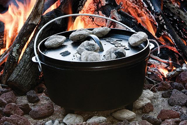本格的なのに簡単!ダッチオーブンを使ったおすすめキャンプ料理6選