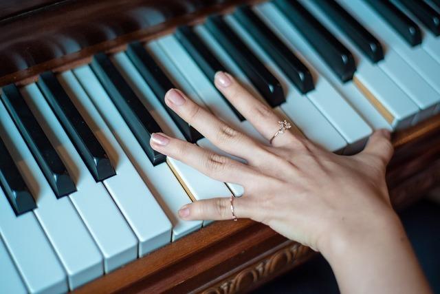「筋」と「色」から見る自爪の簡単健康チェック