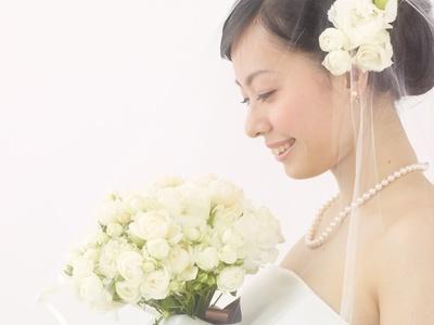 結婚式に合ったデザインはどれ?タイプ別・人気ウェディングネイル特集