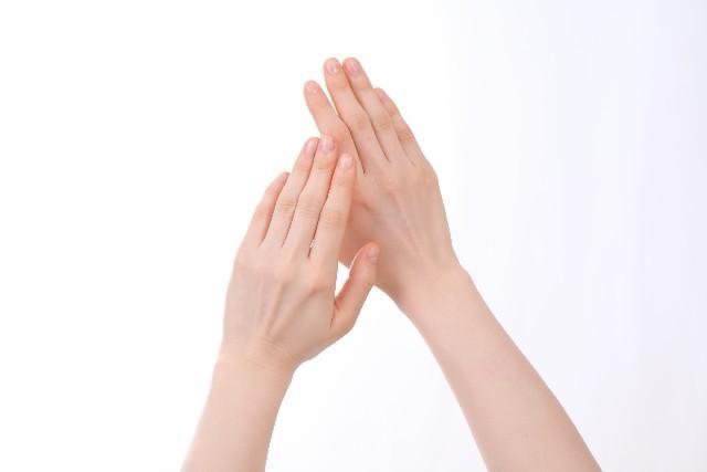 ツヤツヤのネイルのために▷磨きすぎ注意!上手な爪の磨き方