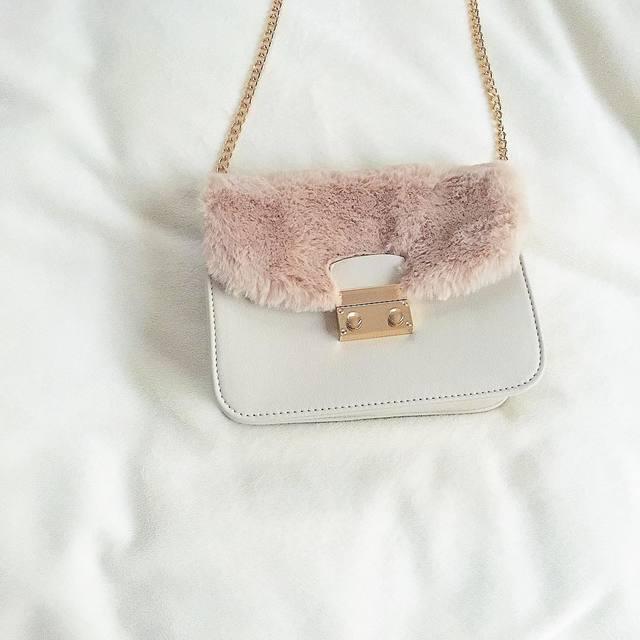 季節感を演出できる便利バッグ♡ファーバッグを使った冬コーデ7選