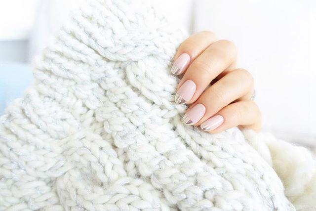 ゴールドorシルバーネイル♡冬の手元に華を添えたいのはどっち?