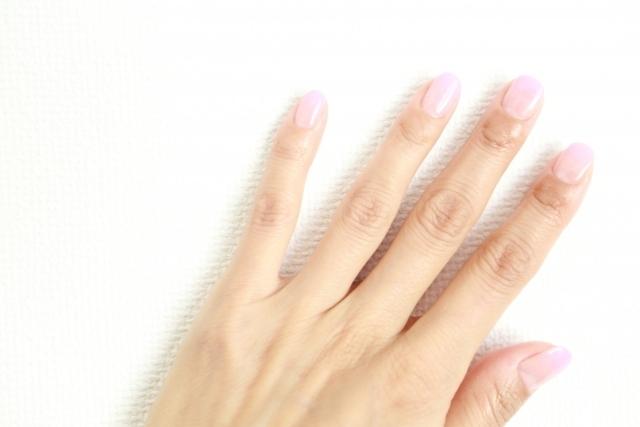 ネイルを噛んでしまう癖の原因と改善方法