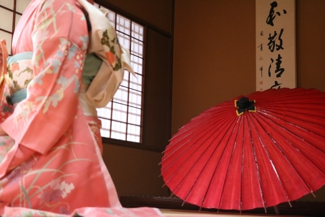 和柄ネイルの描き方▷和装や年末年始に合わせてマスターしたい!