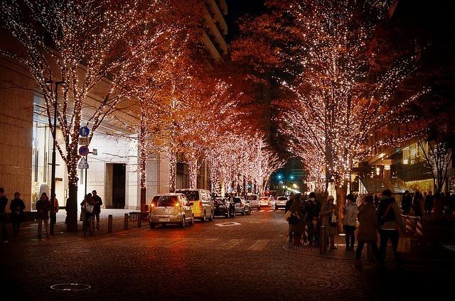"""キラキラ華やかな""""イルミネーションネイル""""で冬の夜を美しく飾ろう"""