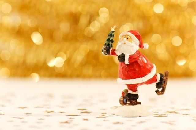 街もネイルもキラキラ!クリスマスネイルにオススメのビジューネイル♪