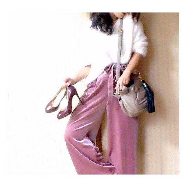 ピンクの色合いがツボ♡上質なベロアワイドパンツのおすすめコーデ