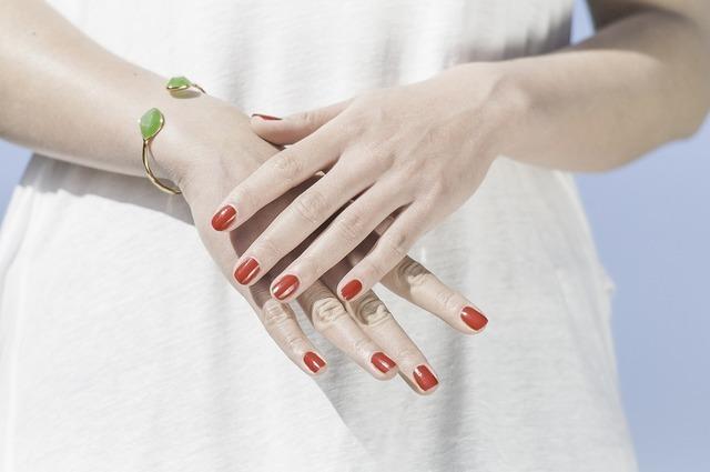ネイルのお悩み▷薄い爪がコンプレックス。克服するには?