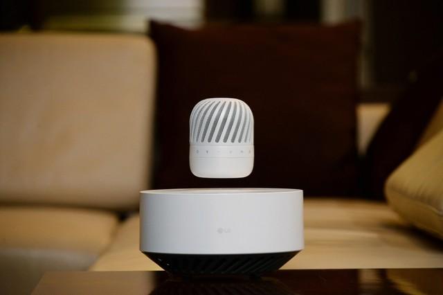 LGエレクトロニクスから、空中に浮かぶ未来型スピーカー「PJ9」が登場!
