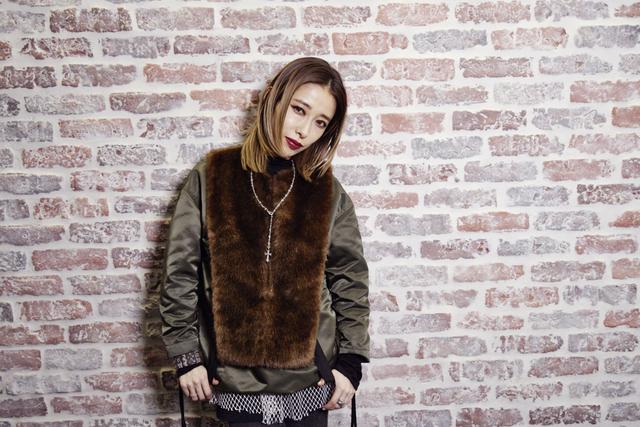 加藤ミリヤに聞く、愛され女子になれるファッションやメイクの作り方とは?