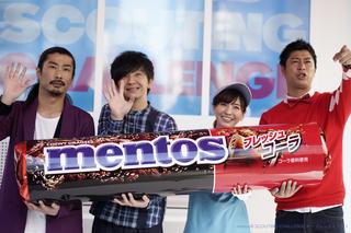 渋谷109「メントス」新フレーバー発売イベントでパンサーとほのかさんが巨大マシーンに挑戦!
