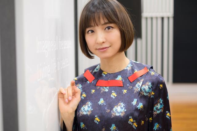 """篠田麻里子がデビュー当時から""""変わっていない""""と思うところ、意外な美容方法とは"""