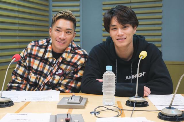 鈴木伸之とSWAYが劇団メンバーを犬猫に例え、全員アンケートを完成させる