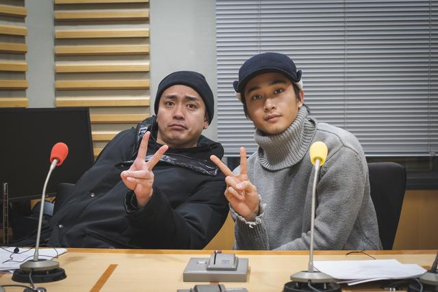 青柳翔と佐藤寛太が話題のテーマ「口だけの男について」や、リスナーからの質問に答える