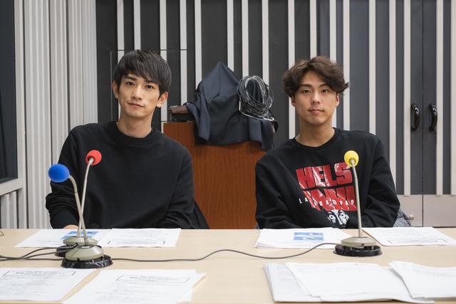 小野塚勇人と町田啓太が、舞台「勇者のために鐘は鳴る」で大変だったことや感想を語る
