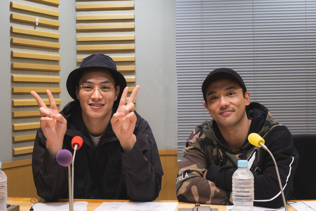 小澤雄太と鈴木伸之が、舞台の感想や「スマホ時間」について語る