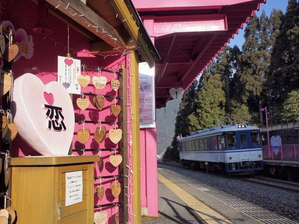 """気まま旅bot on Twitter: """"【恋がかなう駅】無人駅がゆえ「誰にも邪魔されない場所」とPRされているようです(^^)※2014年には「きまぐれ鉄道列島リレー」にて生中継を行いました。https://t.co/fB6N2AgAPQ ←当時の記事はコチラ。 https://t.co/ZHsrhLmboI"""" (10985)"""
