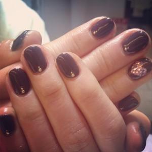 チョコレート色ネイル