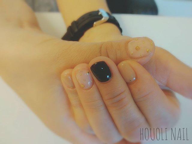 ブラックの差し色が大人っぽいデザイン!