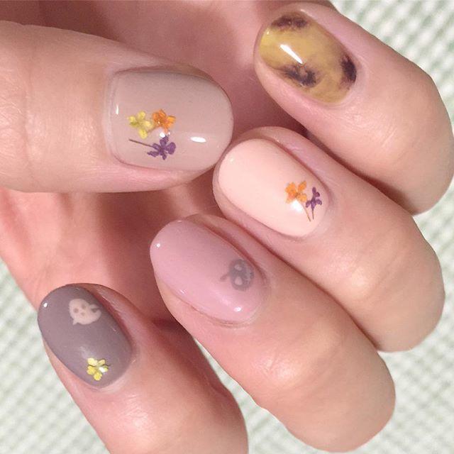 べっ甲ネイル+お花ネイルのハロウィーンネイル。