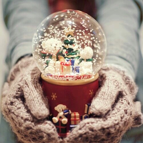 christmas, snowglobe, winter, gloves, snow, cold, xmas, winter, wool, comfy, cozy  by •Anto Torsiglieri•   We Heart It (480507)