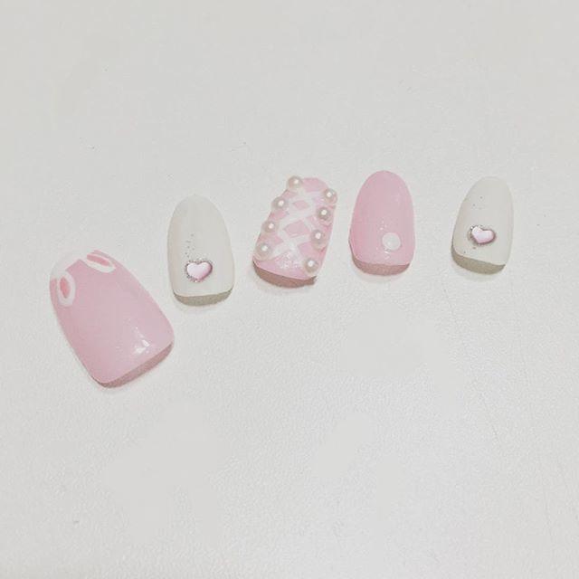 ピンク+ホワイトカラーのうさぎネイル♡