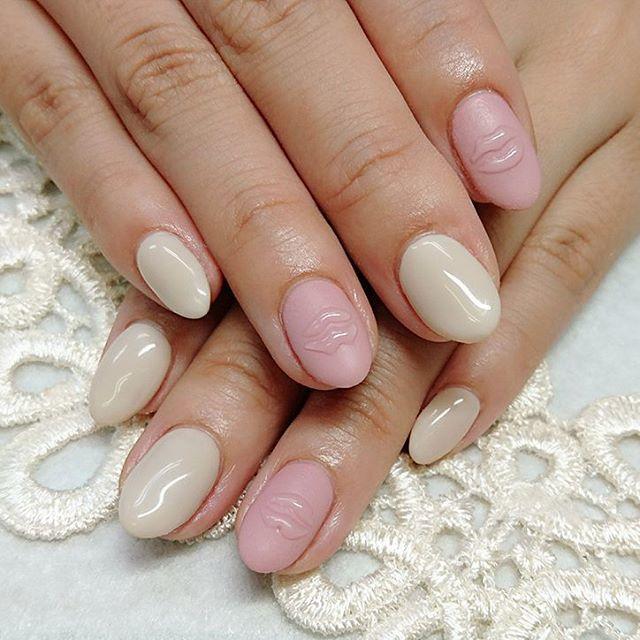 ピンク+ホワイトの甘めリップネイル♡