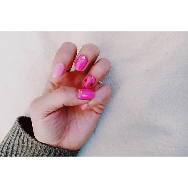 ピンクがぎゅ〜っと詰まったハート型ネイル♡