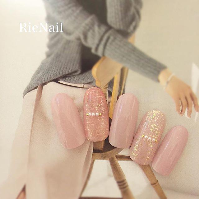 ピンク+ラメの王道かわいいネイルデザイン。