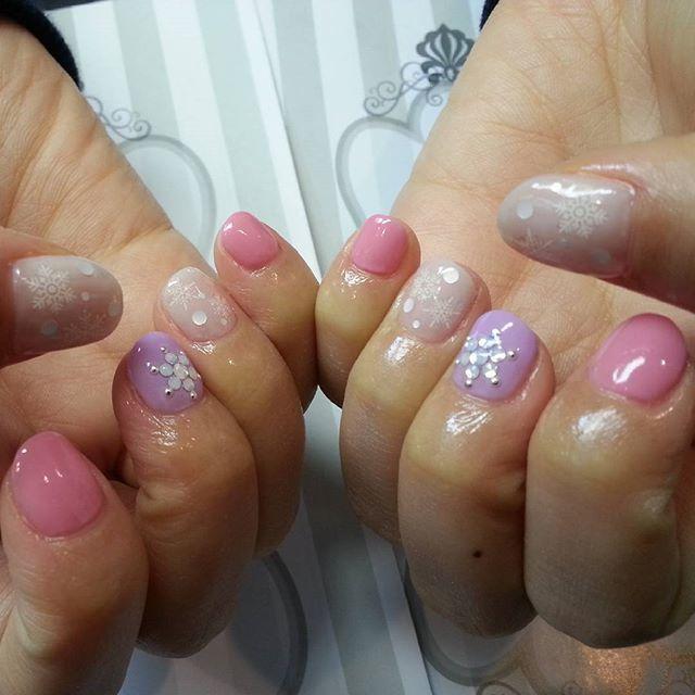 パープルカラー+ピンクがつくる女の子風ネイル♡