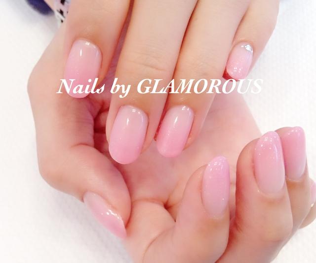 桜貝のような淡いピンクネイル