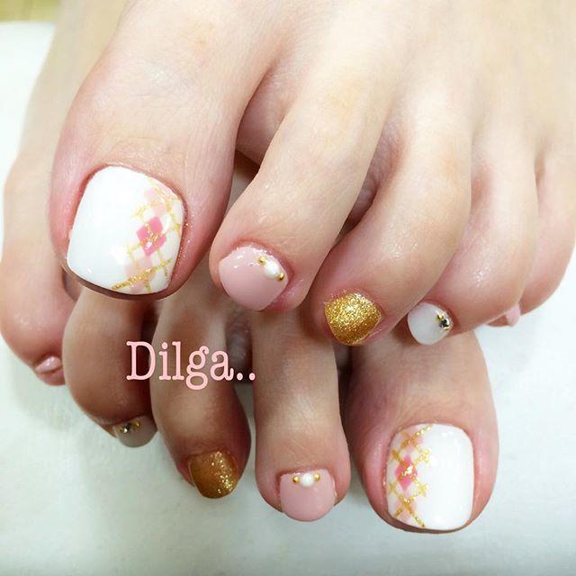 ピンク+イエローの明るめフットネイル♡