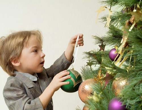 Christmas is almost here!  How are you getting ready for Christmas? | We Heart It | boy, christmas tree, and child (516906)
