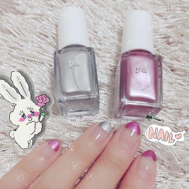シルバーカラー+ピンクカラーの王道ネイル。